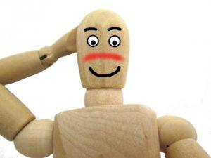 木の人形が照れる顔