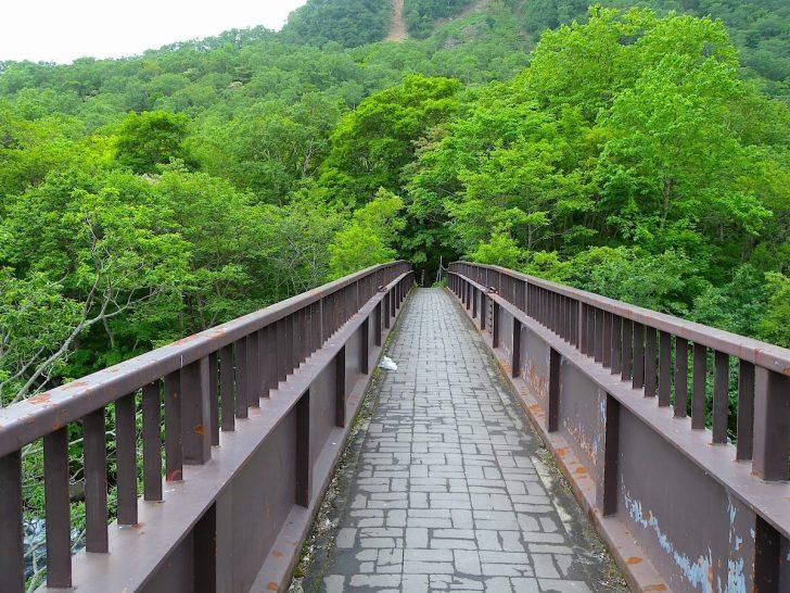 熊の湯露天風呂への橋
