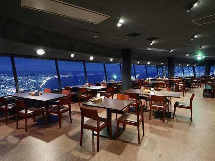 山頂駅の一等地「レストラン ジェノバ」
