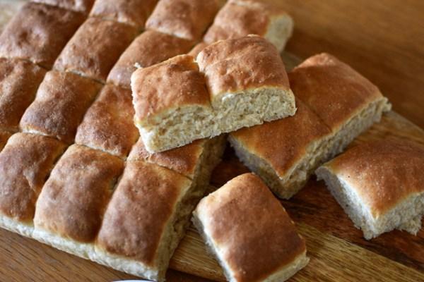 スウェーデンの全粒粉ちぎりパン Grahamsrutor i Långpanna