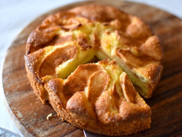 秋になったら作りたい、北欧定番のジューシーアップルケーキ