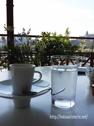 赤レンガ倉庫のカフェにてコーヒー
