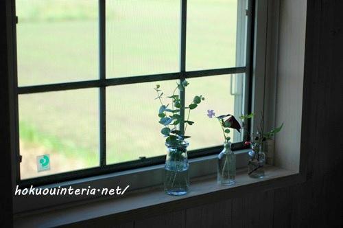 窓辺に小瓶