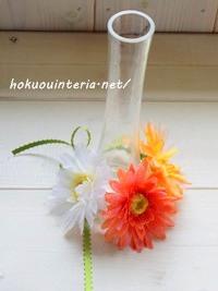 100均の花瓶とガーベラで可愛く
