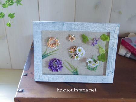 セリアの造花で額飾り