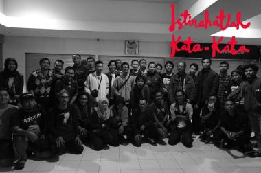 "Setelah nobar ""Istirahatlah Kata-kata"" di Bioskop Mandala 21, Malang. (gambar: Facebook)"