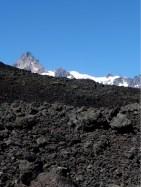 Der Weg führte durch unwirkliche vulkanische Schutthaufen gigantischer Ausmasse.