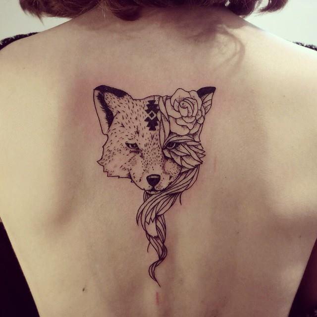 tatuaje-de-zorillo-en-la-espalda