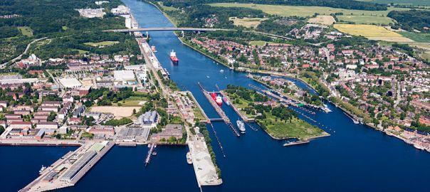 Luftaufnahme der Schleusen in Kiel-Holtenau des Nord-Ostsee-Kanals. Foto Louis-F. Stahl