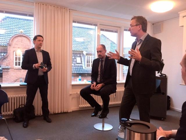 Folketingspolitikerne Jacob Jensen (V) og Magnus Heunicke (S) var med da ca. 40 lokale erhvervsfolk var samlet til en snak om vækst. (PRfoto).