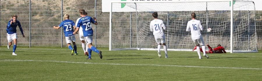 Rasmus Suhr Petersen udligner til 1-1 på straffe. Foto: Rolf Larsen