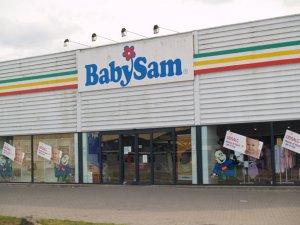 Tyve brød natten til lørdag ind hos BabySam. Foto: Freelancefotografen.dk