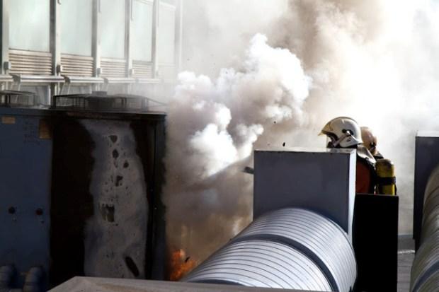 Onsdag formiddag gik der ild i et ventilationsanlæg på toppen af Nordea og Danbolig. Foto: Michael Johannessen.