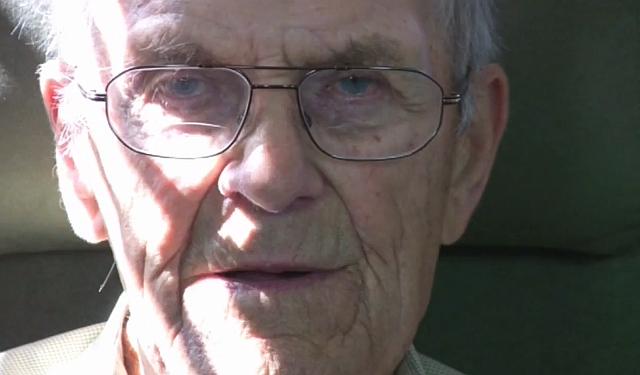Lokalhistoriker Harald Petersen blev inden sin død i 2010 filmet mens han fortalte om Orø. Foto: Jesper von Staffeldt.