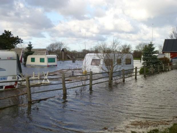 2/3 af campingpladsen på Orø står under vand. Foto: Hanne Duelund.
