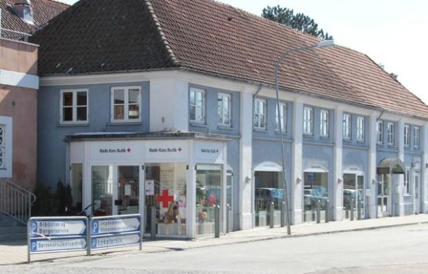 Røde Kors butikken på Skarridsøgade i Jyderup er bare en af aktiviteterne i Dansk Røde Kors Tornved/Bjergsted-adeling. PRfoto.