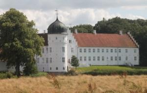 Et de de karakteristiske runde tårne på Torbenfeldt. Foto: Rolf Larsen
