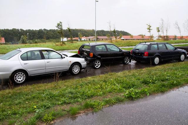 Bilist overså holdende bil – tre personer kørt til skadestuen – Holbaekonline.dk
