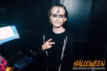 DIY Halloween Ideas skeleton at the garage