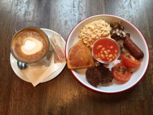 best brunch spots in glasgow - full breakfast at bloc