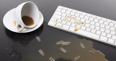 Az Apple szabadalmaztatta… … … a Végképp Kakaóbiztos Billentyűzetet!