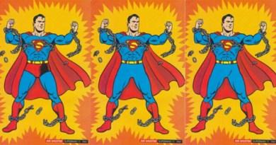 Miért hordják a szuperhősök kívül az alsógatyát?