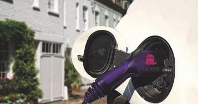 Tankolásért fizettek a villanyautósokNAK