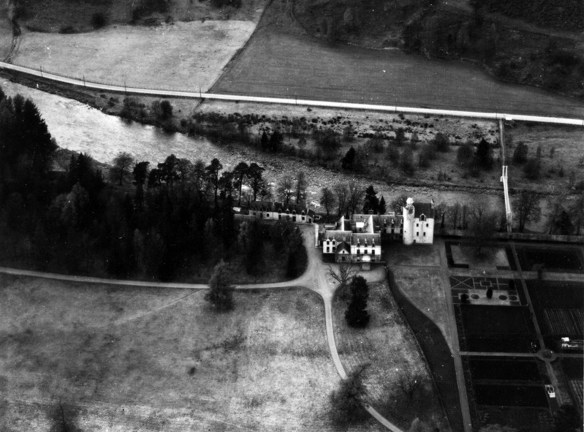 abergeldie-from-above-1950