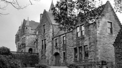 Polmaise castle1