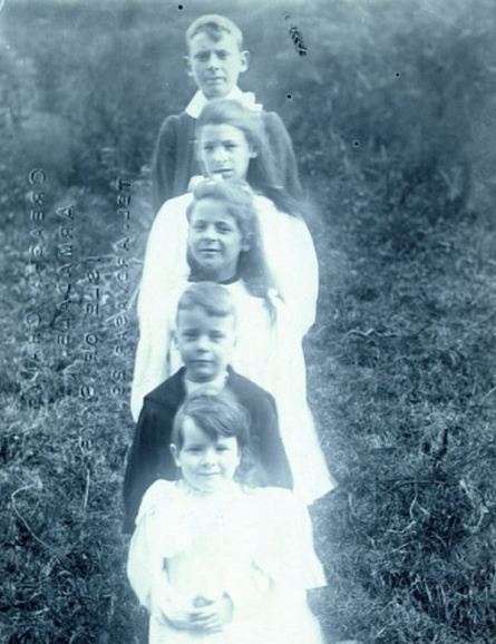 Rev James Hay of Montose (family photographs) (1)