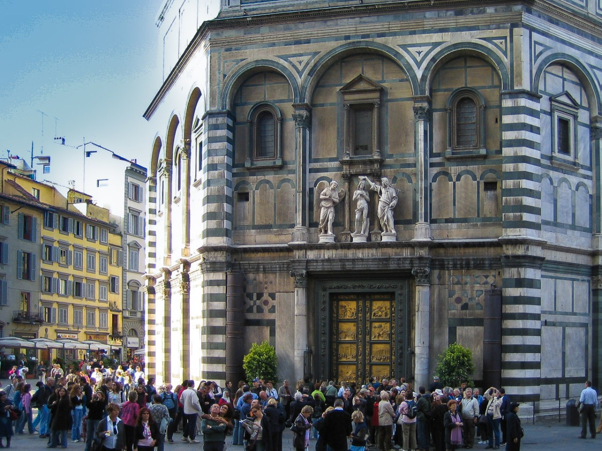 BAptistery of teh Florence Duomo - with rather a lot of people