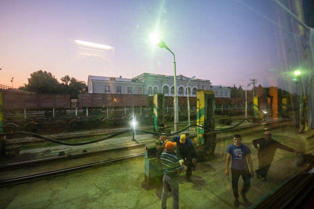 Moldova train gauge break