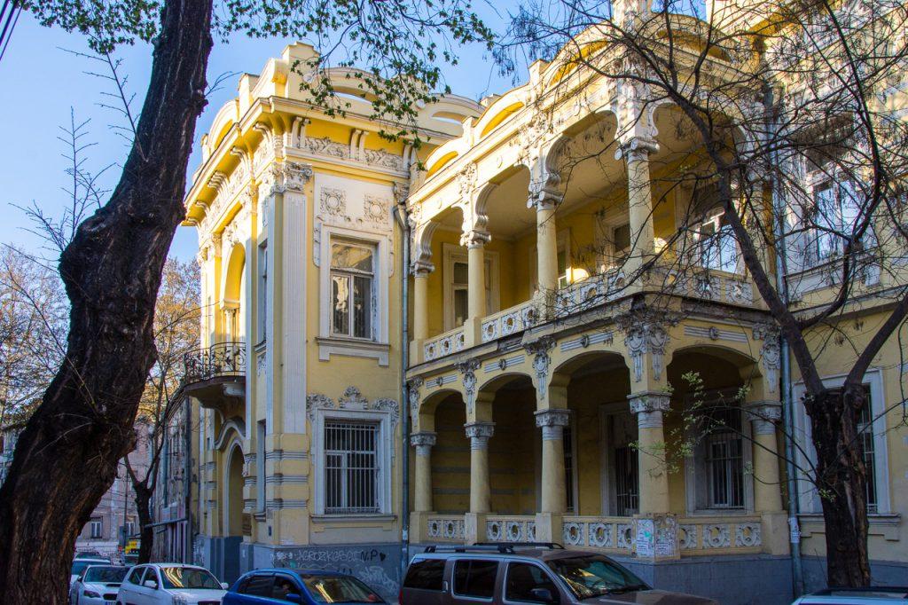 beautiful Tbilisi building