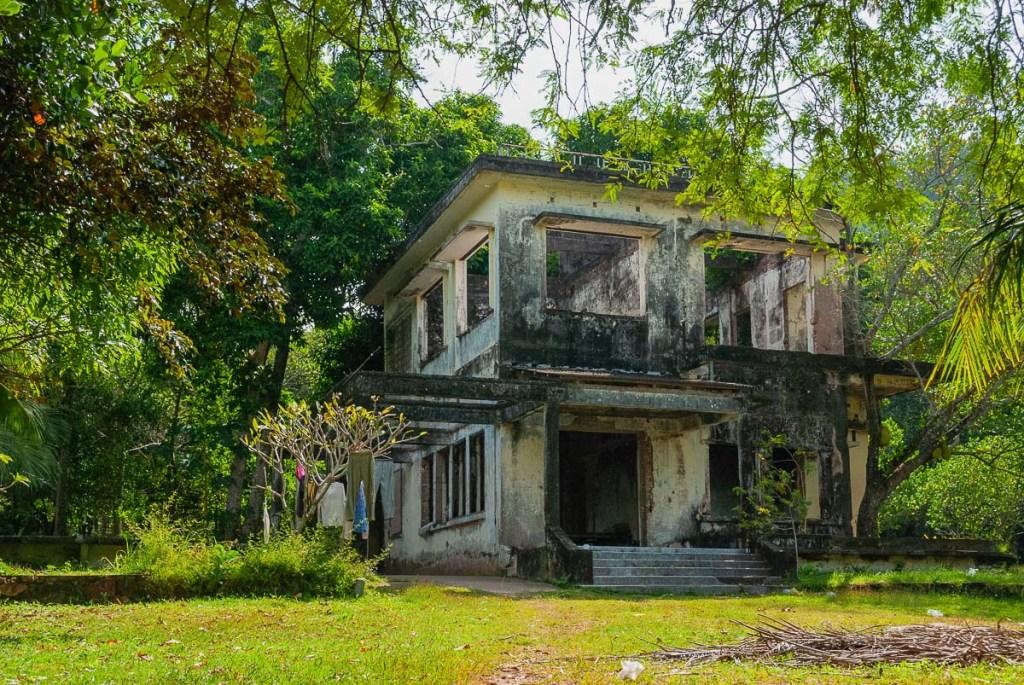 abandned villa in Kep