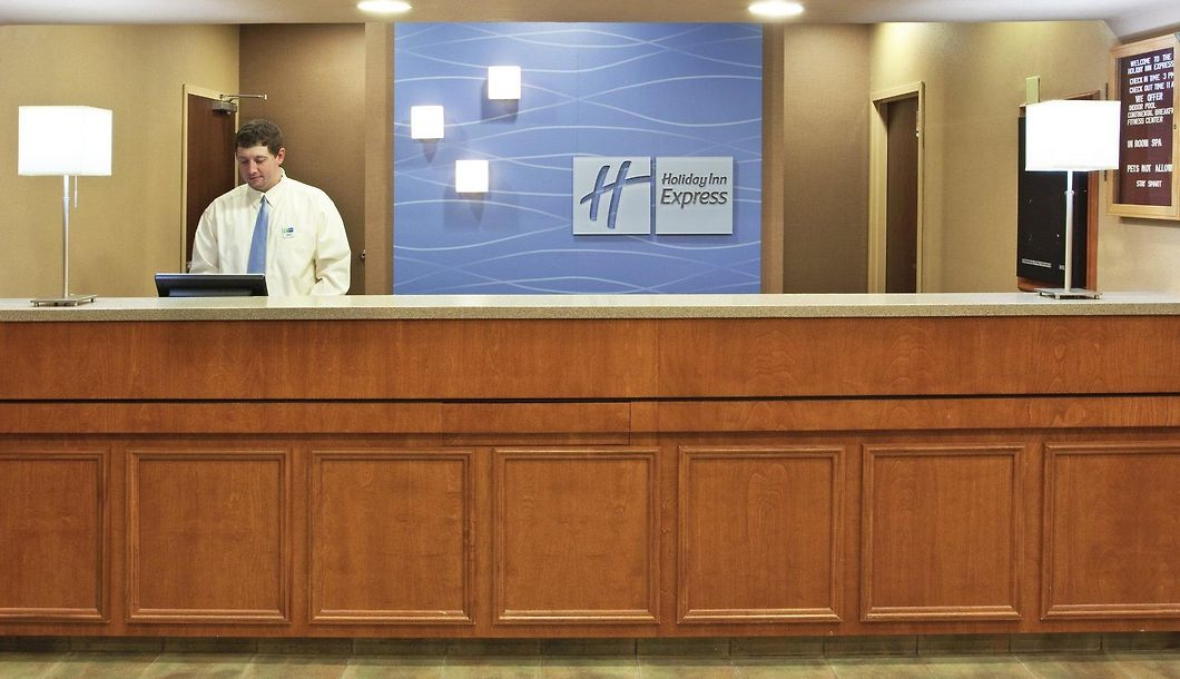 Holiday Inn Express Hotel Suites Cincinnati Blue Ash Oh