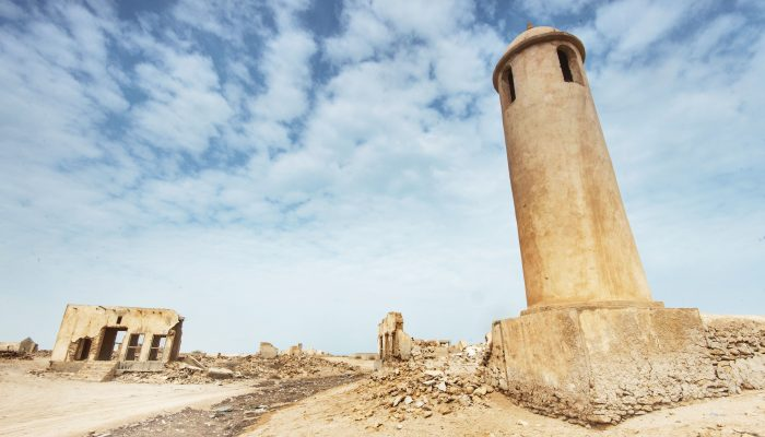 northern_qatar_doha-mosque_minaret_main_street_village