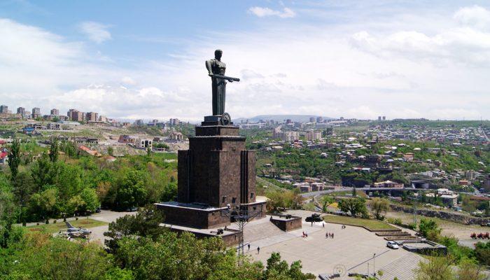 Sculpture-of-Mother-Armenia-tour