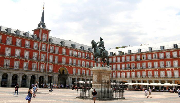 Darwish-Holidays-Spain-Madrid-Plaza-Mayor-01