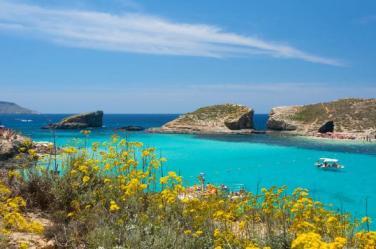 La Laguna Blu, un'insenatura naturale dell'isola di Comino. Un'autentica piscina naturale dove l'acqua  limpidissima (foto Prisma Bildagentur AG / Alamy)