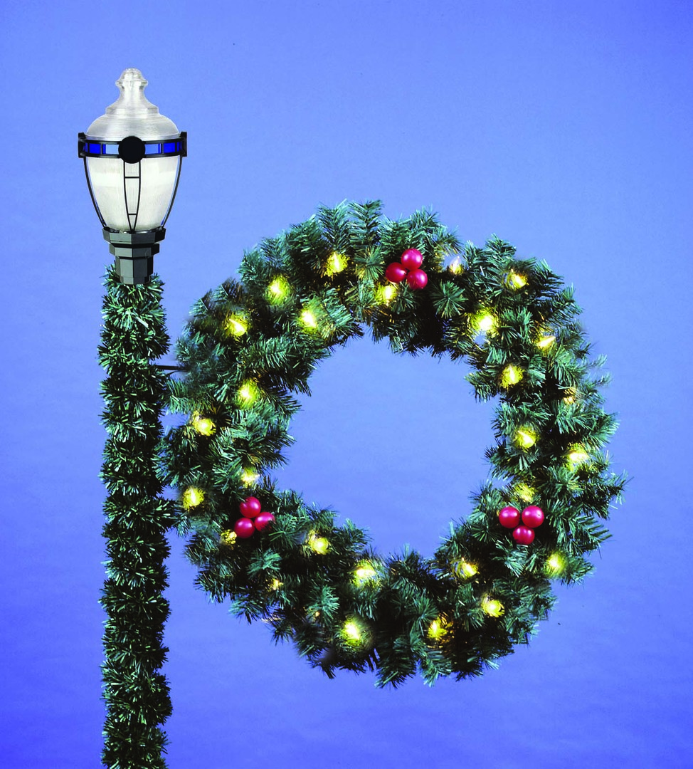 Commercial Christmas Decorations.4 Deluxe Wreath Commercial Christmas Decorations And Displays By Holiday Designs Inc
