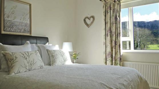 Brooke Cottage Dunfanaghy - double bedroom