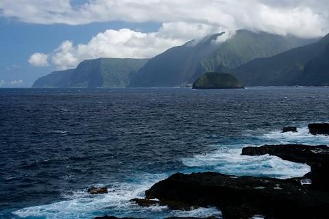 Отдых на Гавайских островах, исторический парк Калопапа с самыми большими скалами на Гавайях