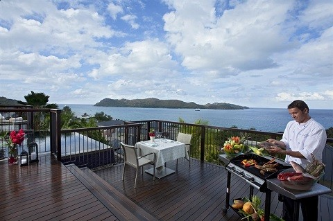 отдых на Сейшельских островах, остров Праслин - вдоль побережья множество кафе.