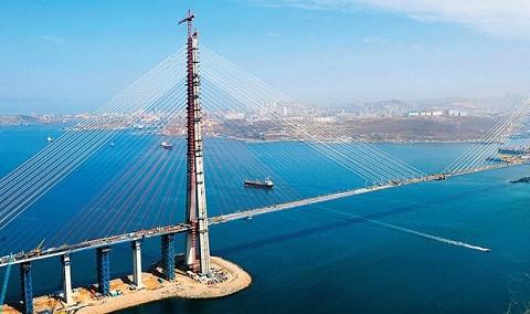 Отдых на острове Русском - мост на остров Русский