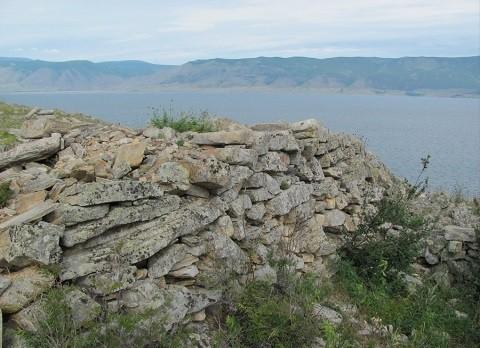 Отдых на острове Ольхон - Курыканская стена