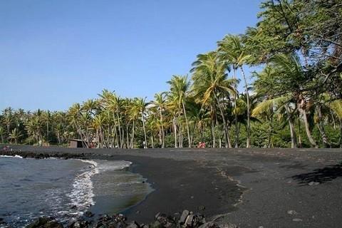 Отдых на Гавайских островах - Большой остров, один из пляжей с черным песком