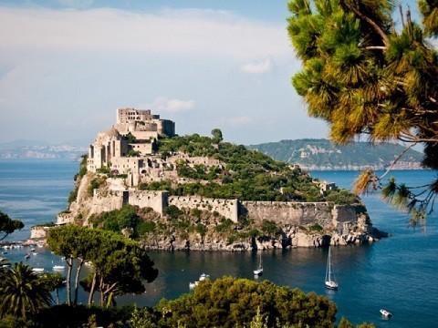 Отдых на острове Искья - Арагонский замок