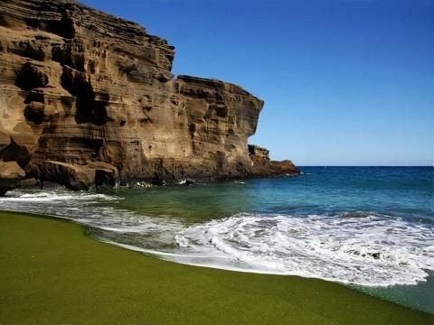 Отдых на Гавайских островах - Большой остров, один из пляжей с зеленым песком