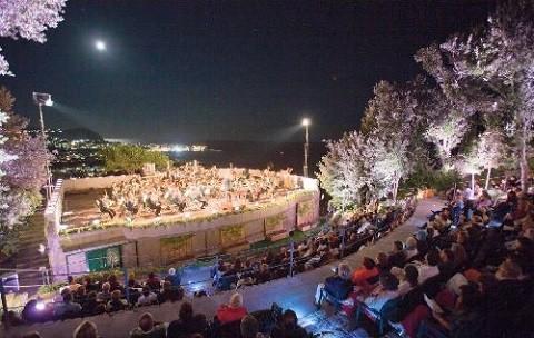 Отдых на острове Искья - Ботанический сад (Giardini La Mortella), по вечерам бывают концерты классической музыки.