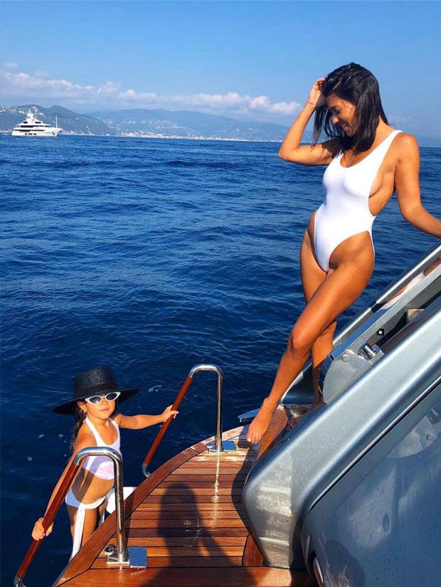 Travel like kardashian